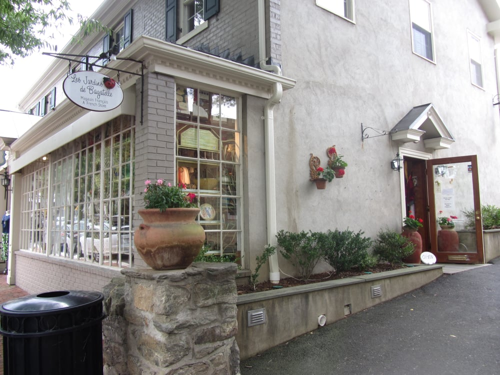 Les Jardins De Bagatelle: 12 E Washington St, Middleburg, VA