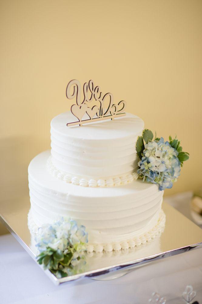 My beautiful wedding cake decorated with hydrangea. (Banana Cream ...