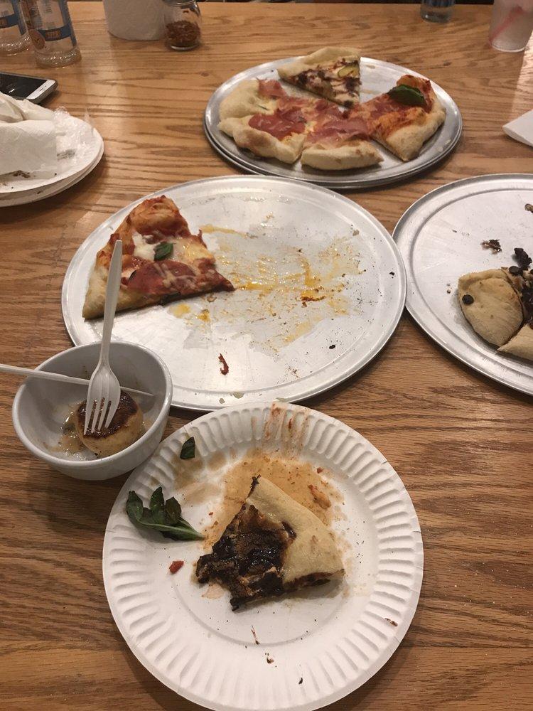 HonDough Pizza: 1214 18th St, Hondo, TX