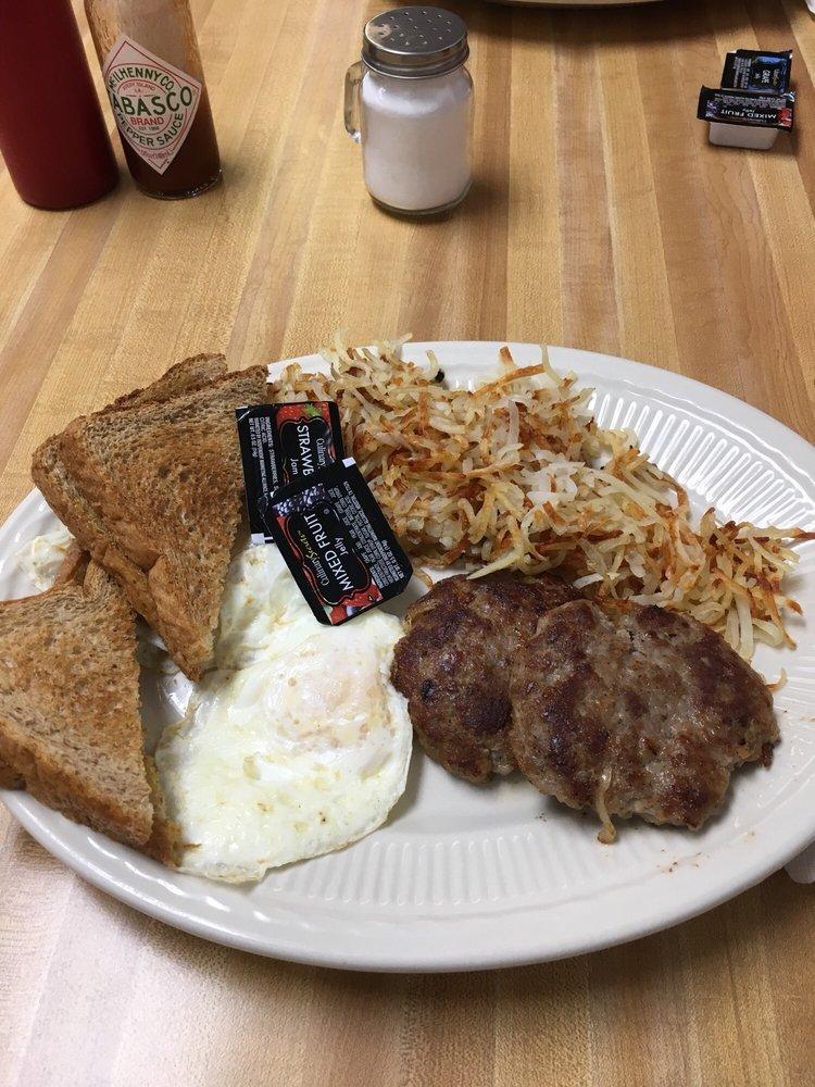 Faye's Diner: 691 W Elm St, Lebanon, MO