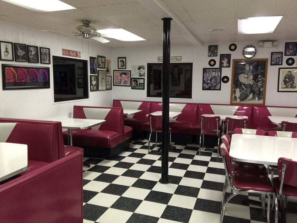 Jiffy Burger: 815 E Hwy 36, Smith Center, KS