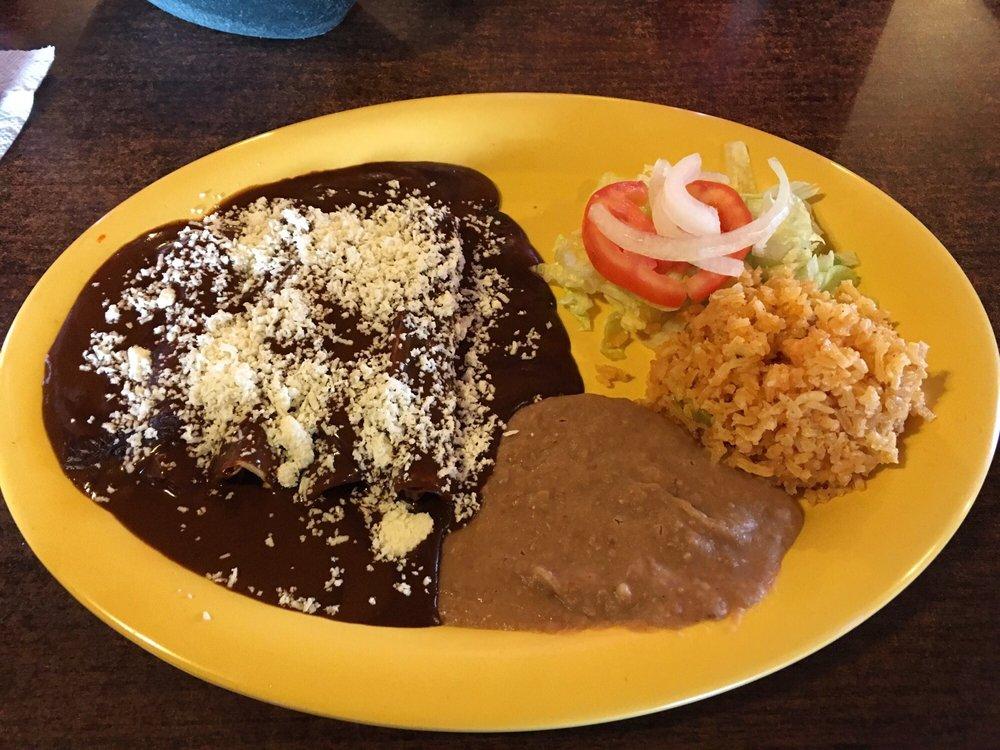 Mezquite Grill & Country Store: 610 Old El Sauz Rd, Rio Grande City, TX