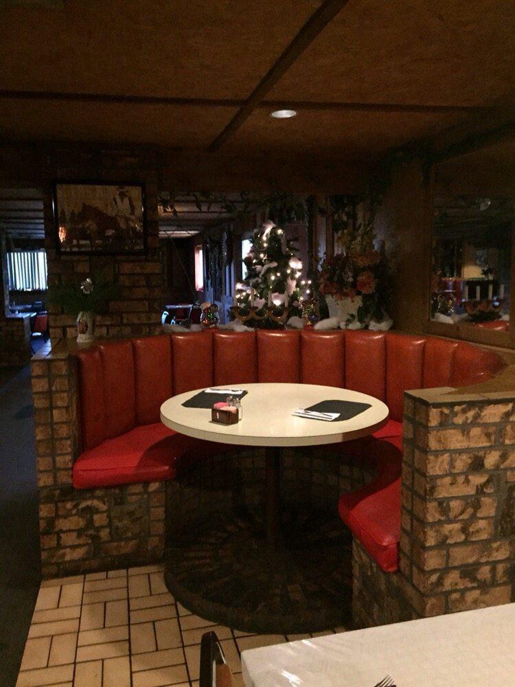 Deckboat Steakhouse: 9152 County Rd 1230, Fort Cobb, OK