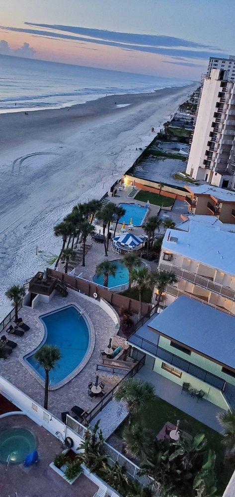 Bahama House: 2001 S Atlantic Ave, Daytona Beach, FL