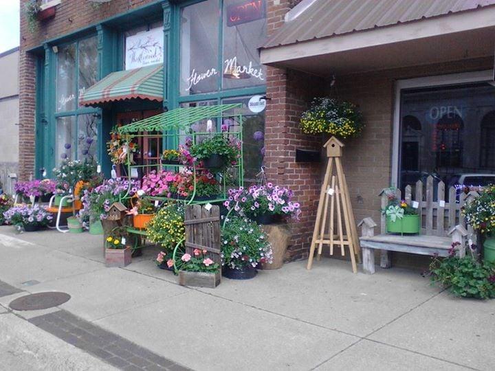 Thistlewood Flower Market: 118 E Commerical St, Lebanon, MO
