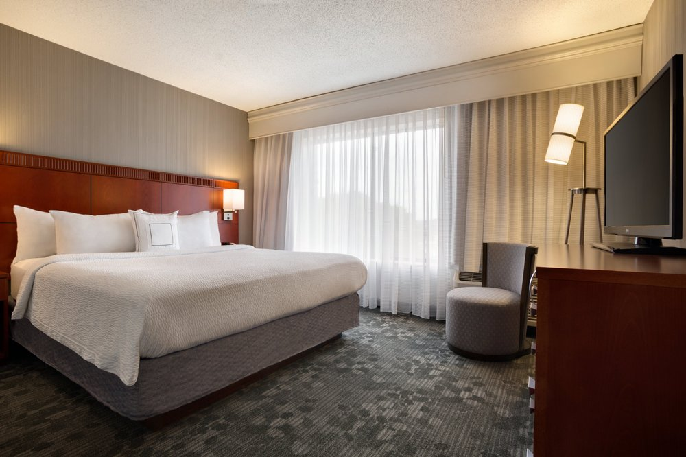 Courtyard by Marriott Champaign: 1811 Moreland Blvd, Champaign, IL