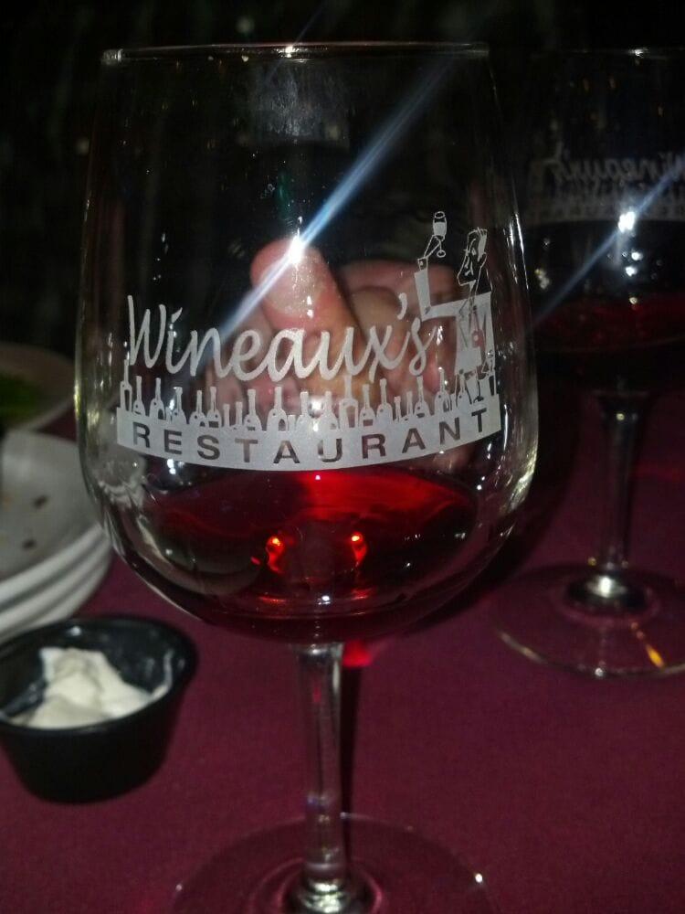 Wineaux's Restaurant: 315 Forman Ln, Belknap, IL