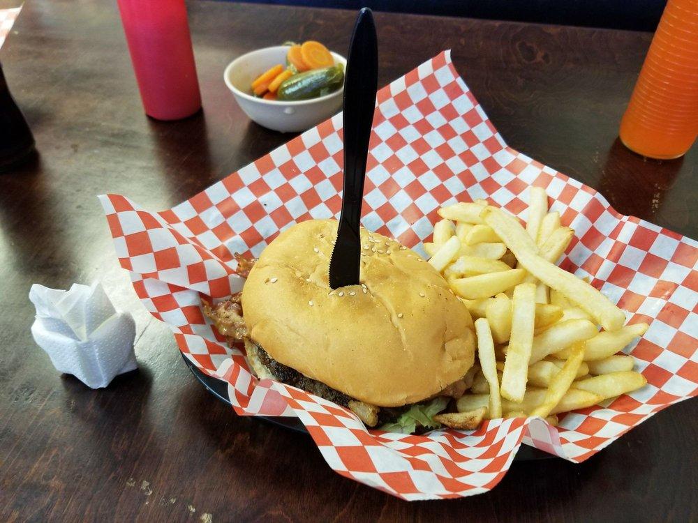 Las Mamalonas Burgers: 8405 Winkler Dr, Houston, TX