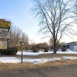 Photo Of Oakwood Lodge Motel Oak Creek Wi United States
