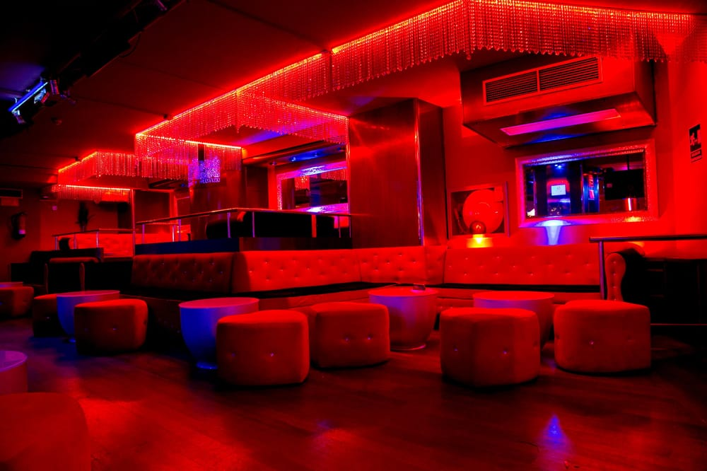 bacarr strip club 39 photos strip clubs carrer de bori i fontest 25 sarri sant. Black Bedroom Furniture Sets. Home Design Ideas