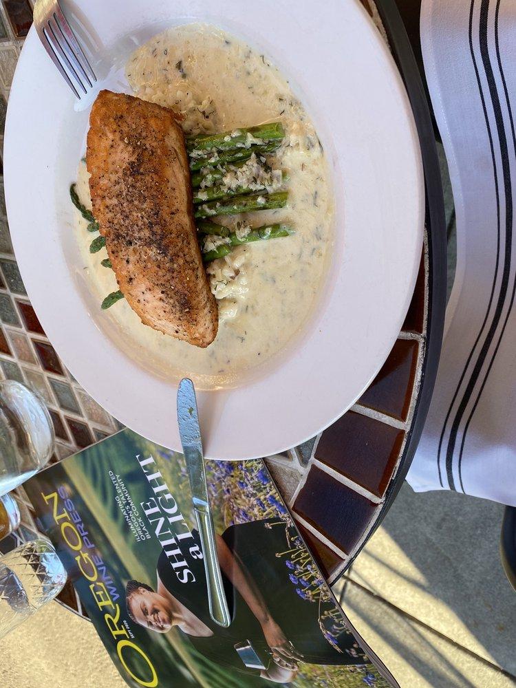 Nebbiolo Restaurant & Wine Bar: 800 Main St, Oregon City, OR