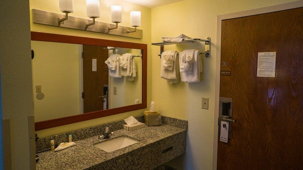 Mariner motor lodge 36 photos 29 reviews hotels for Mariner motor lodge yarmouth ma