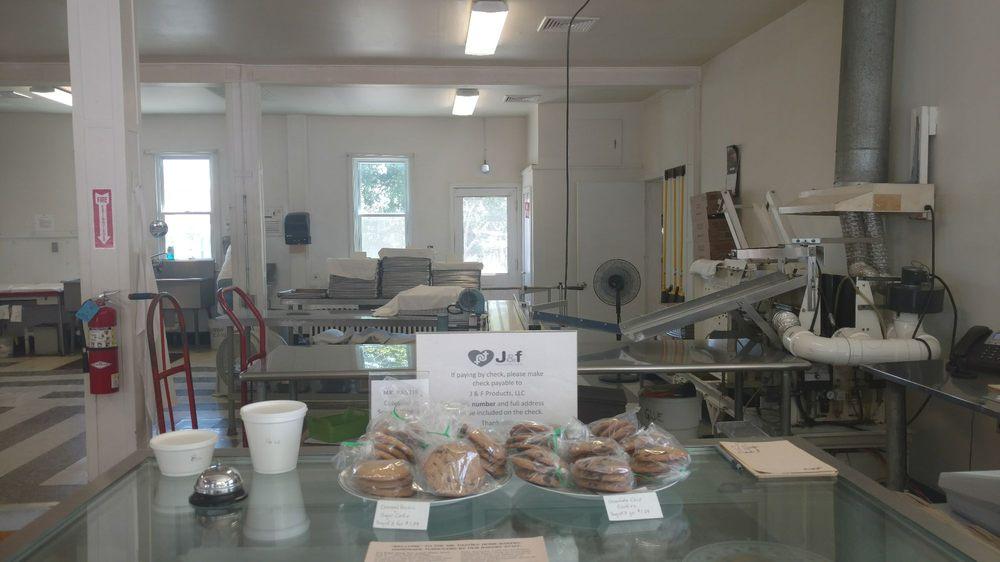 Mr Pastie Bakery: 10 E Bell Ave, Pen Argyl, PA