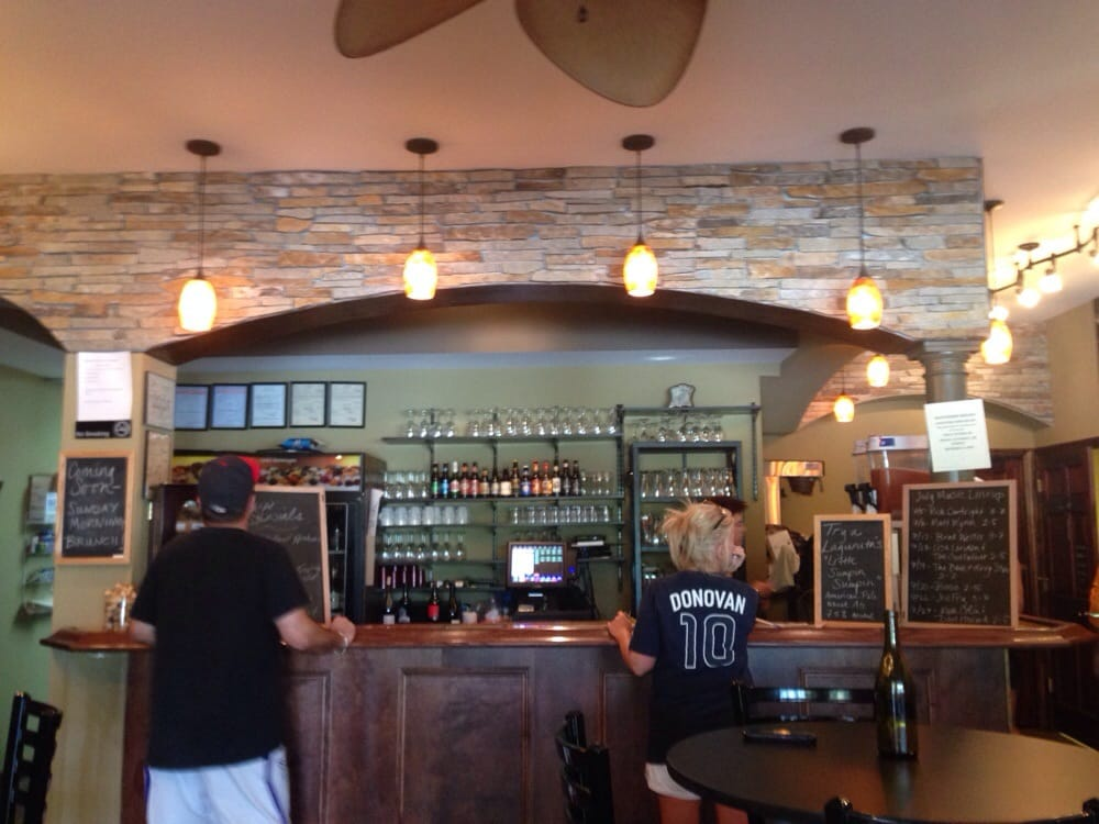Grapevine Wine Bistro & Visitor's Center: 2886 S Hwy 94, Defiance, MO