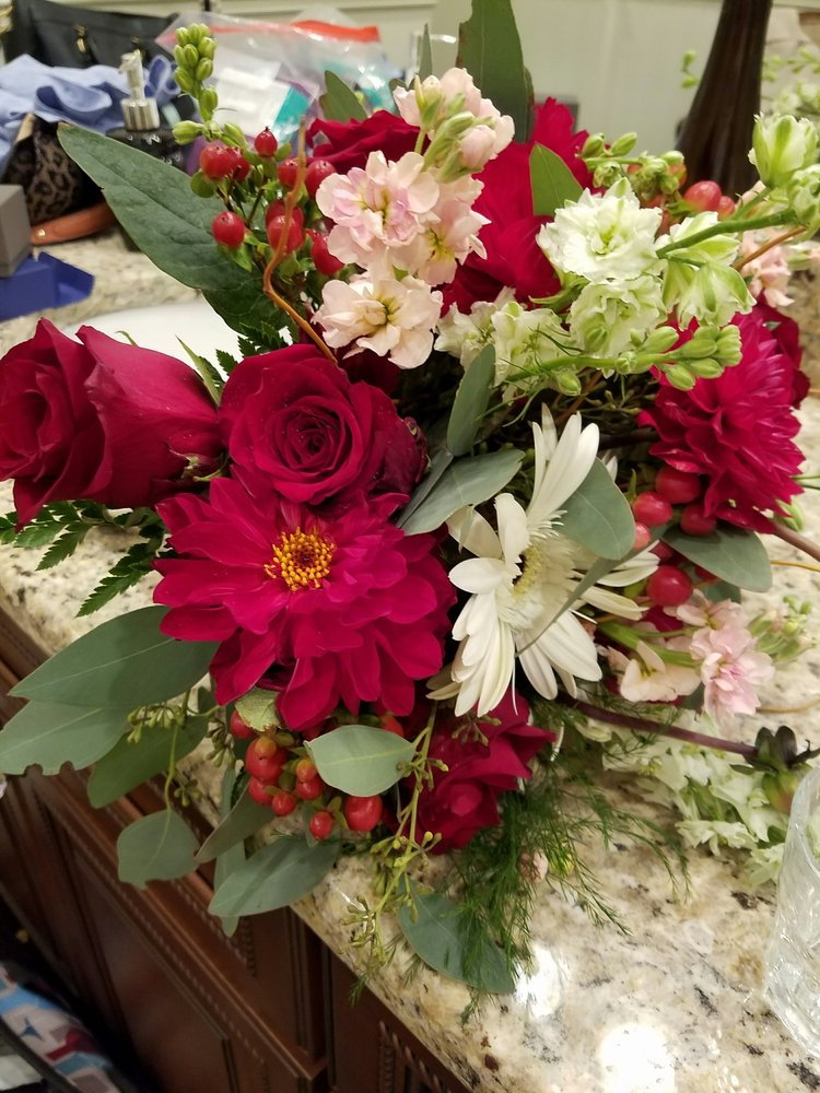 Abloom Floral & Gifts: 7926 S Madison St, Burr Ridge, IL