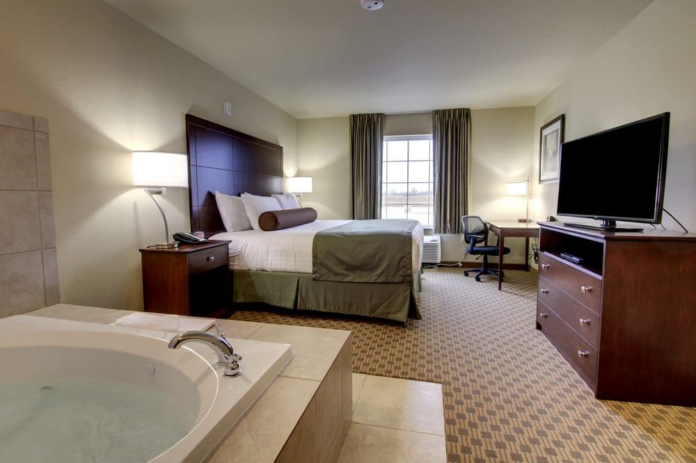 Cobblestone Inn & Suites: 100 Aspen Ave, Linton, ND