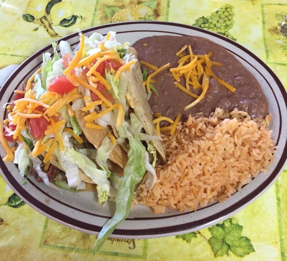 Las Palomas Cafe: 208 Broadway/ Hwy 67, Mertzon, TX