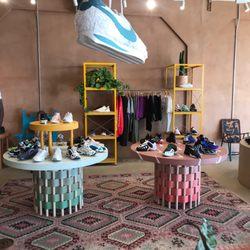 pas cher pour réduction 3d2d7 1d741 Sneakersnstuff - 1011 Ocean Front Walk, Venice, Los Angeles ...