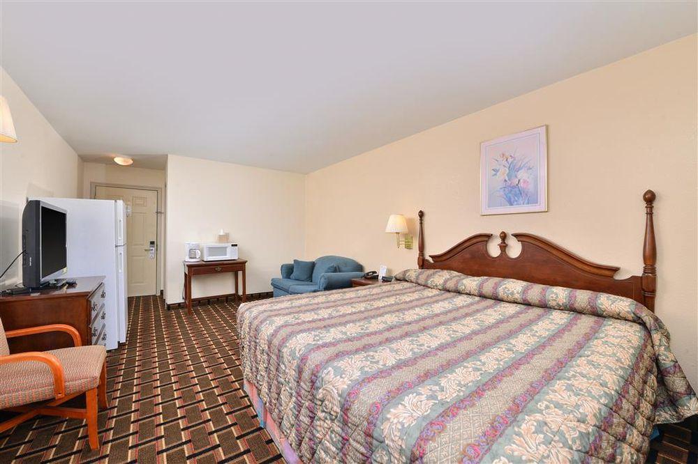 Americas Best Value Inn & Suites Albemarle: 200 Henson Street, Albemarle, NC
