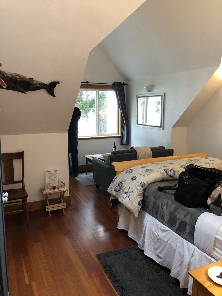 Lost Whale Bed & Breakfast Inn: 3452 Patricks Point Dr, Trinidad, CA