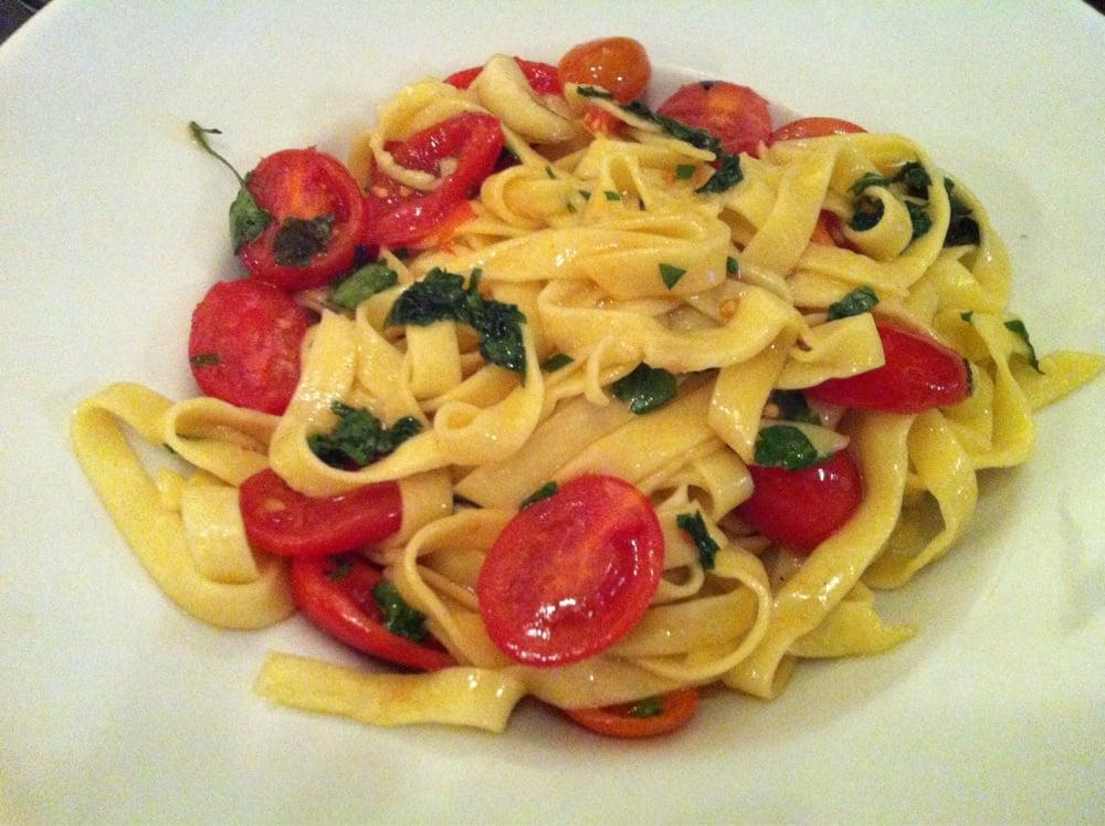 p 226 tes a l arrabiata tomates cerises coriandre fraiche et huile piment 233 e maison yelp