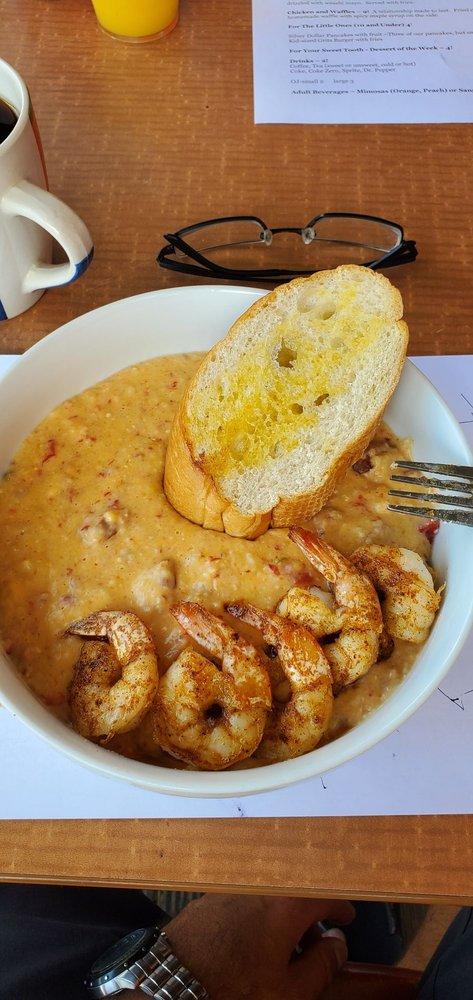 Grit's Cafe: 200E Deatsville Hwy, Millbrook, AL