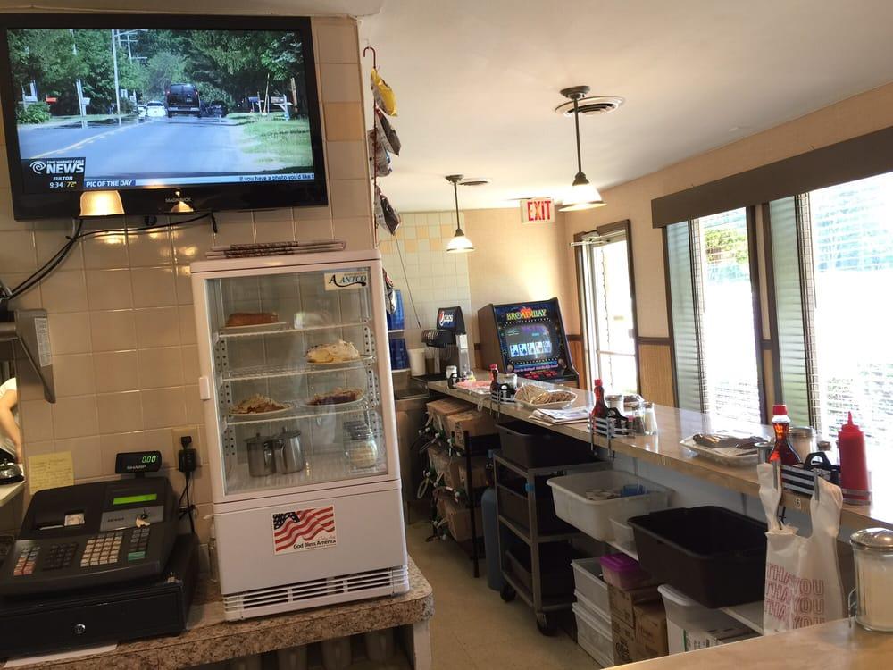 Debbie's Diner: 2597 State Route 31, Canastota, NY