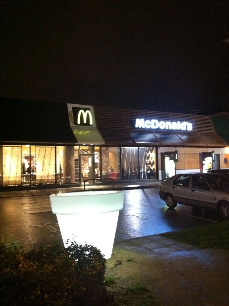 Mc donald s takeaway fast food 49 bis rue rennes for Restaurant o 23 rennes