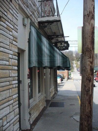 R J's Saloon: 707 Thomas St, Weston, MO