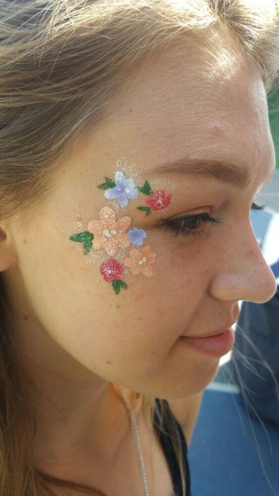 Photo of Kayla's Entertainment Arts - Berkeley, CA, United States. Simple flower face