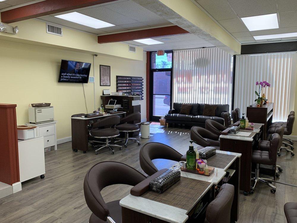Charming Nails & Spa: 312 Park Rd, West Hartford, CT