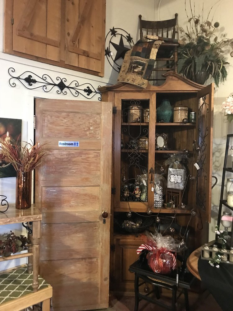 Americana on Main: 613 Main St, Red Bluff, CA