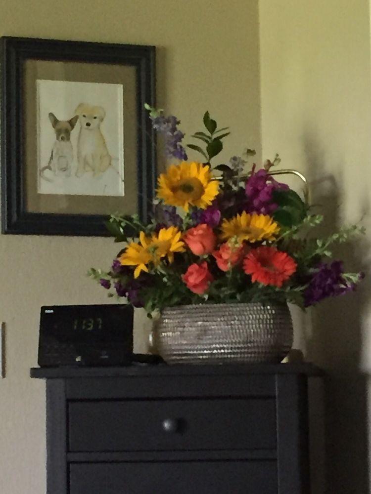 Kingsland Florist: 2521 W Ranch Rd 1431, Kingsland, TX