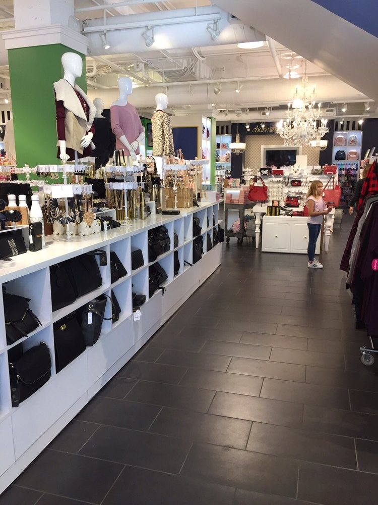 Charming Charlie: 16925 Birkdale Commons Pkwy, Huntersville, NC