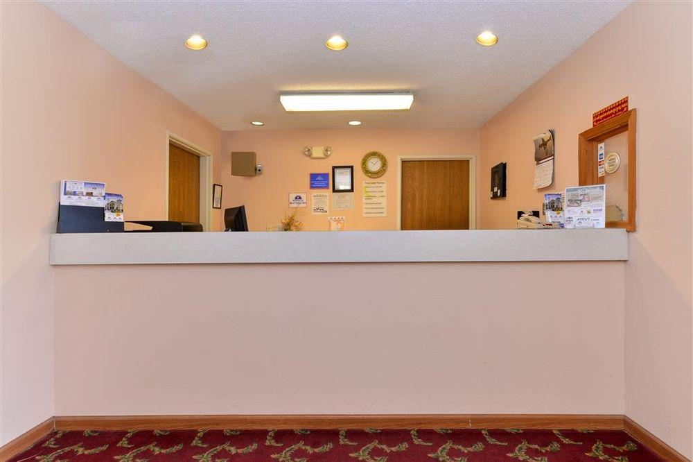 Americas Best Value Inn Chenoa: 505 Hoselton Drive, Chenoa, IL