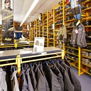 Snickers Workwear Concept Store - 19 Photos - Uniforms - Küsterland ...