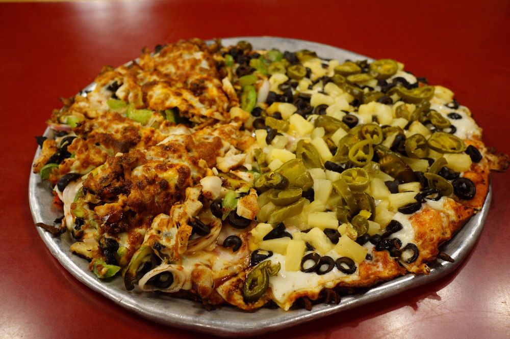 Abby's Legendary Pizza: 1215 N Pacific Hwy, Woodburn, OR