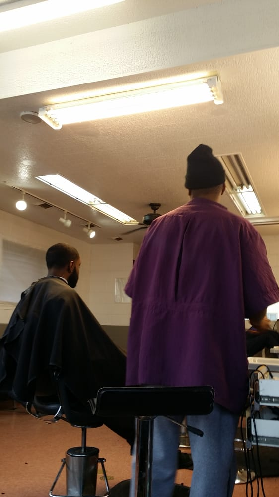 Jermaine's Golden Clippers: 3200 Saint Charles Rd, Bellwood, IL