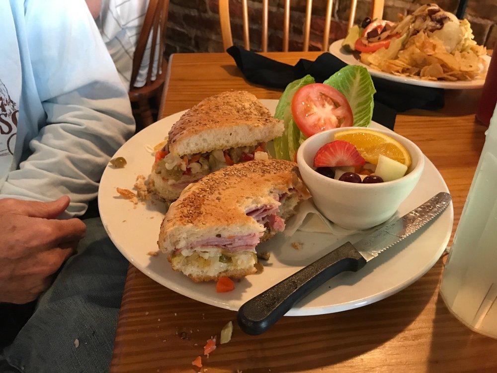 Cafe' la Fleur: 313 N Magnolia St, Laurel, MS