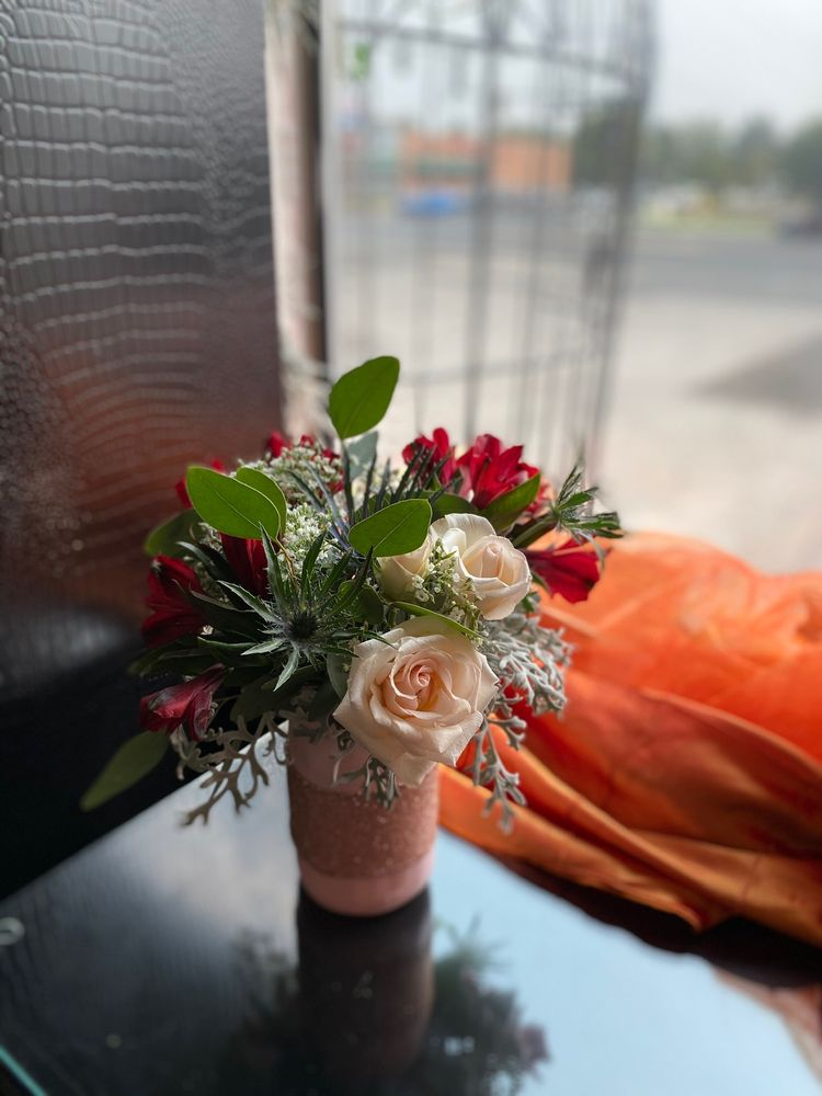 Absolutely Flowers: 285 Blue Lakes Blvd N, Twin Falls, ID