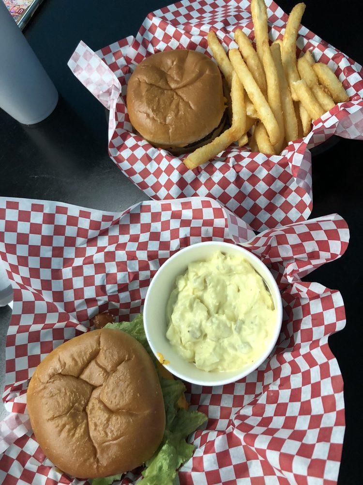 Hwy 51 Burgers & More: 6484 Hwy 51, Ariton, AL