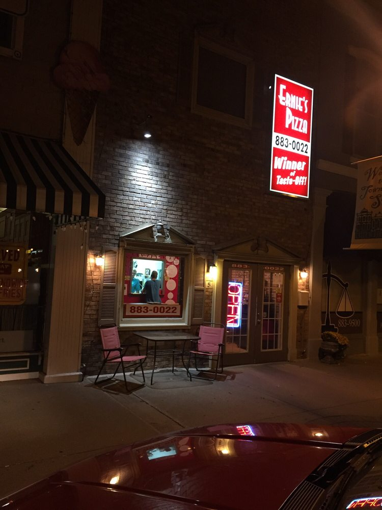 Ernie's Pizza: 5 Public Sq, Salem, IN