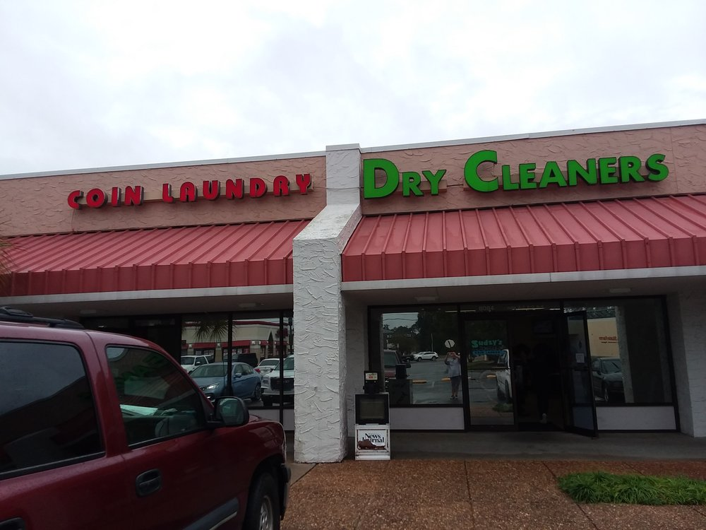 Sudzy's Coin Laundry & Dry Cleaning: 8084 N Davis Hwy, Pensacola, FL