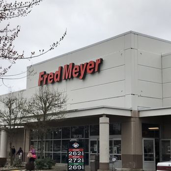 fred meyer 15 photos 29 reviews department stores 16735 se