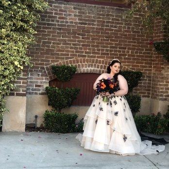 64d5807cbd0 Della Curva - Plus-Size Bridal Salon - 259 Photos   240 Reviews ...