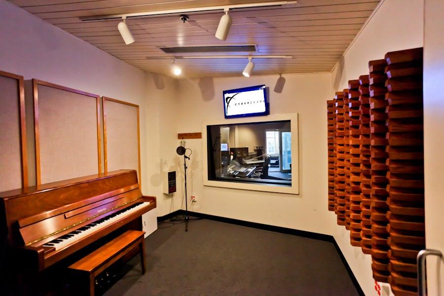 Cybersound: 349 Newbury St, Boston, MA