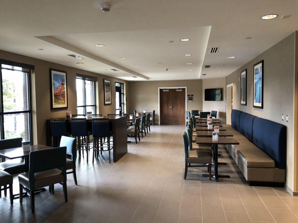 Comfort Inn & Suites At Crossplex Village: 2341 Crossplex Blvd, Birmingham, AL