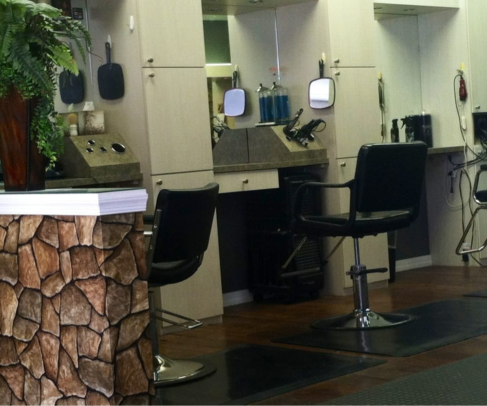 Perfect 10 Salon: 2253 Citrus Blvd, Leesburg, FL