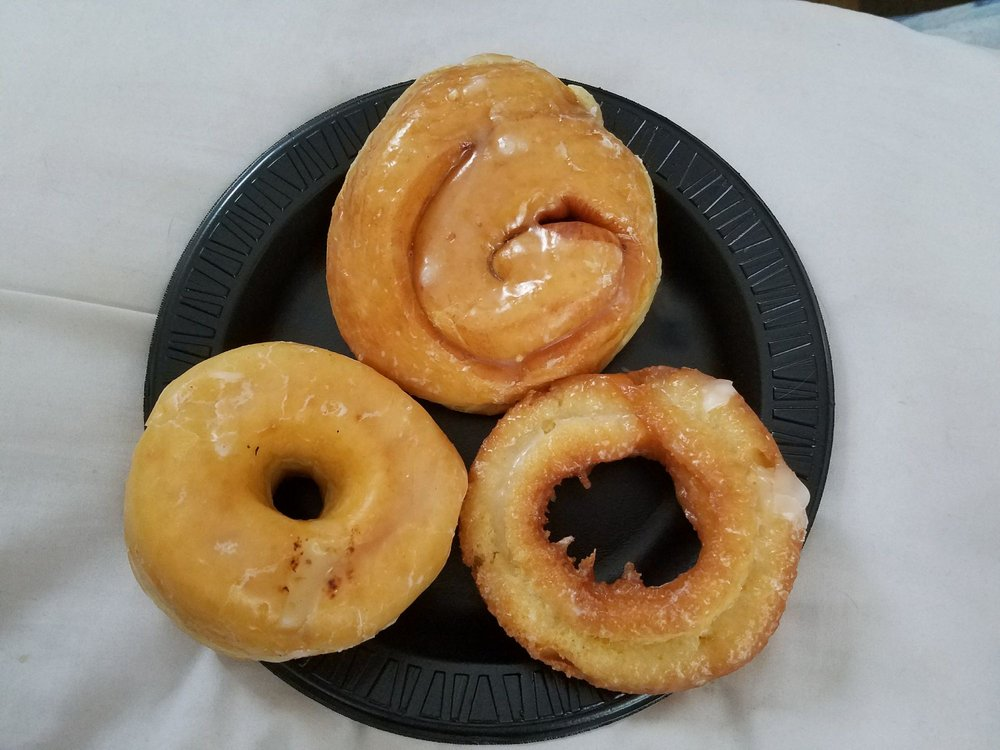 Clarence Country Doughnuts: 10446 Main St, Clarence, NY