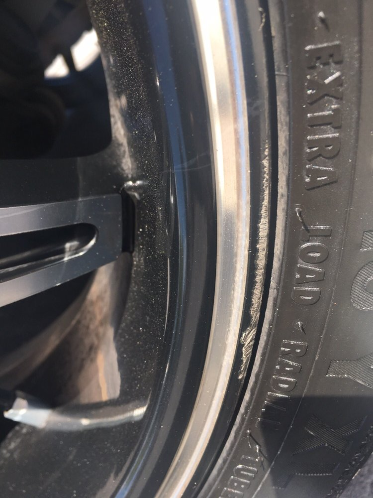 What Time Does Discount Tire Close >> Damage On The Edge Of My Rim And Some White Scratch On The